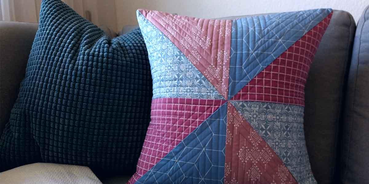 Comment créer un coussin en quilt: Étape 5: La couture du coussin